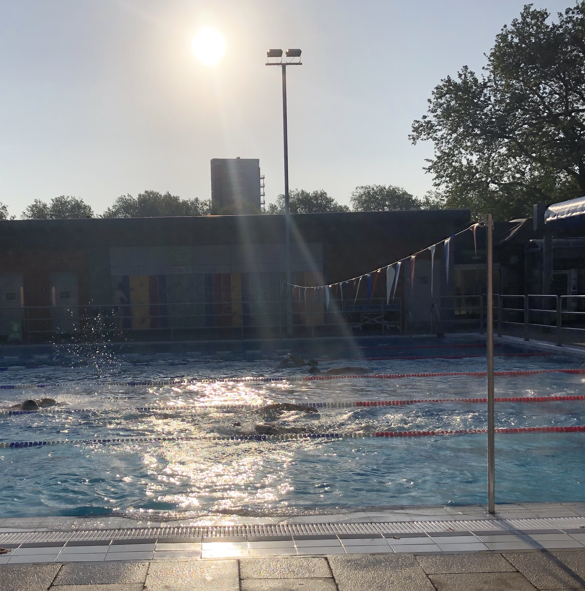 London Fields Lido in the early morning sunshine